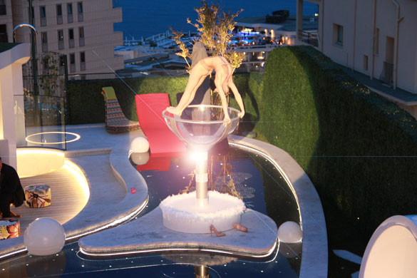 gatsby event, contortionist, giant glass, monaco, monte-carlo, rooftop, birthday party